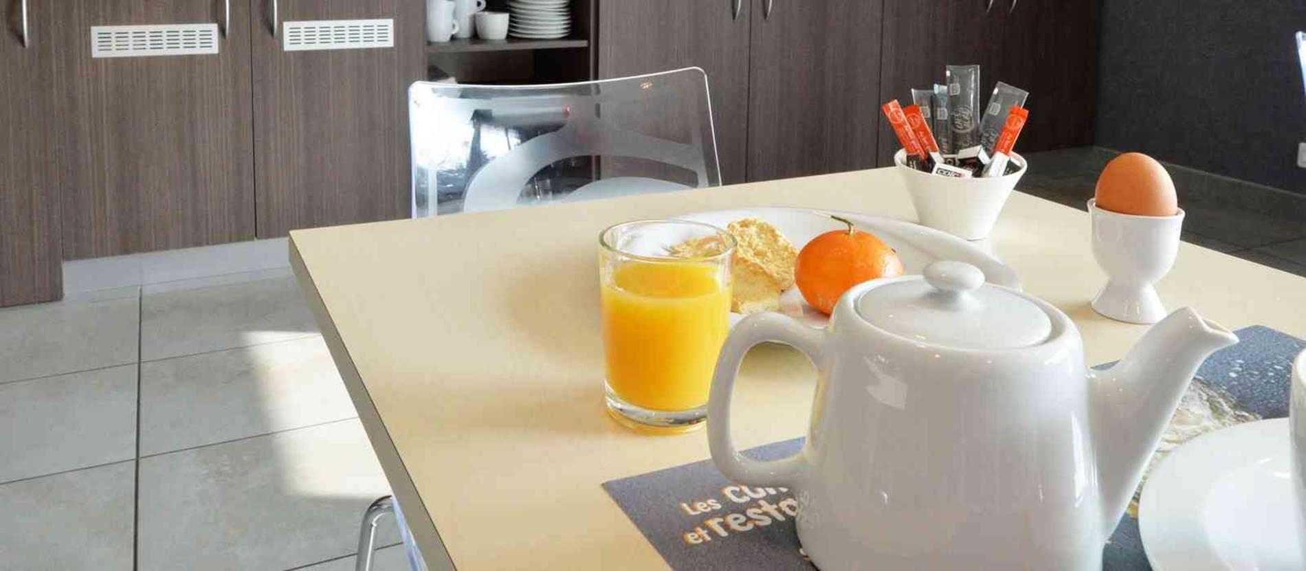 hotel-brithotel-fleurderhuys-theix-Morbihan Bretagne Sud-buffet-petitdejeuner © hotel-brithotel-fleurderhuys-theix