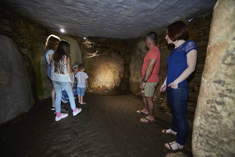 Visite du dolmen ©laurent RANNOU ©