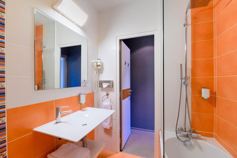 salle de bain hôtel la Marébaudière Vannes centre ©