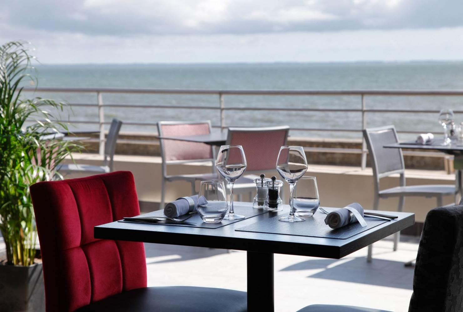 Restaurant Hôtel de la Plage terrase vue mer © Hôtel-Restaurant de La Plage-  terrase vue mer - Damgan - Bretagne sud