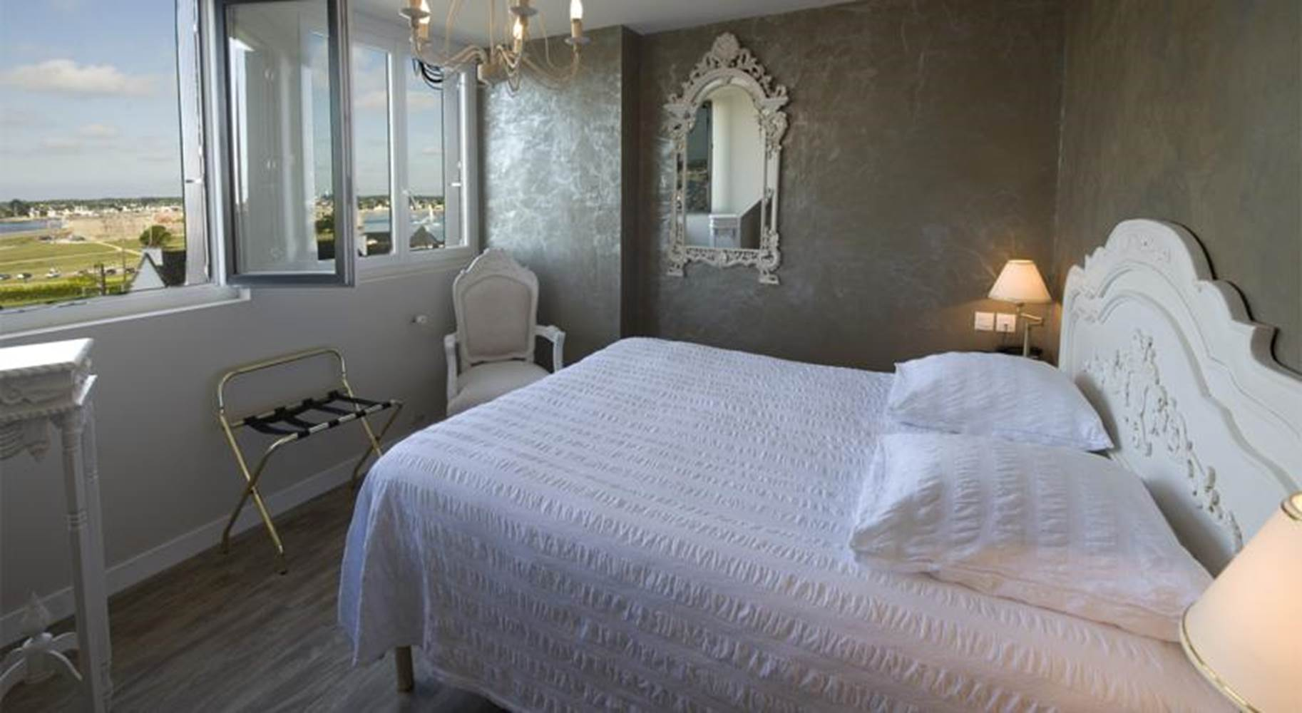 Hotel de la Citadelle - Bretagne sud - Lorient - Port Louis - Chambre grand confort Vue Mer 6 ©