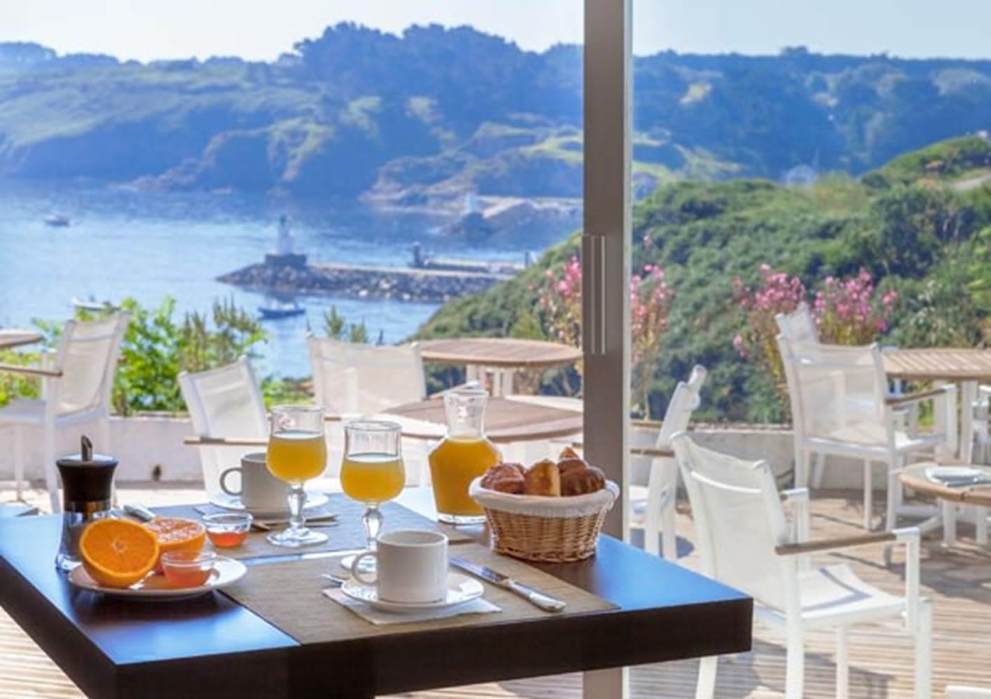 Hôtel-Restaurant-Quality-Hôtel-Le-Cardinal-belleile-sauzon-morbihan-bretagne-sud ©