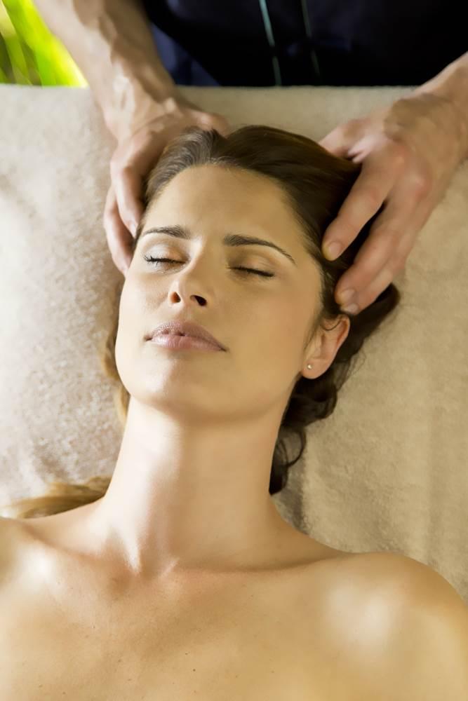 Massage-Cuir-Chevelu-Miramar-La-Cigale-Thalassothérapie-&-Spa-Arzon-Presqu'île-de-Rhuys-Golfe-du-Morbihan-Bretagne sud © Serge Detalle