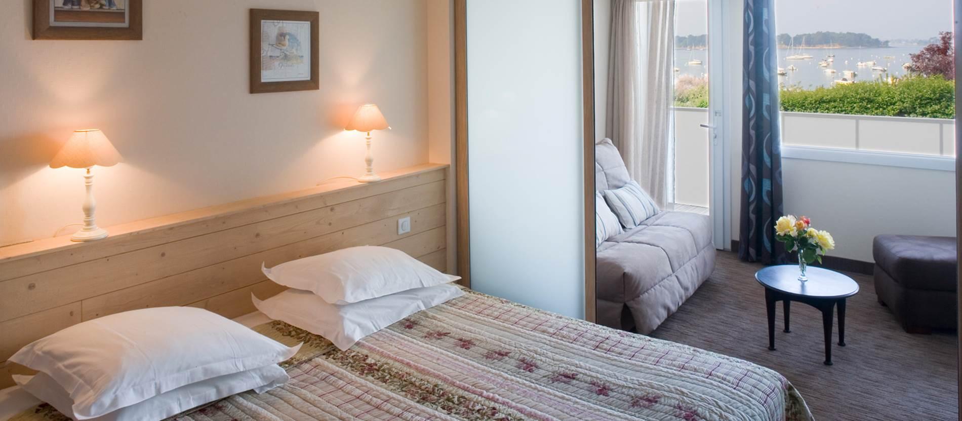 suite avec balcon et très belle vue  mer © Hotel-Le-Parc-Fetan-Larmor-Baden