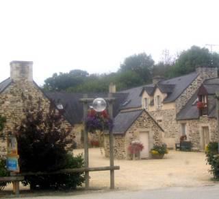 Gîte d'étape - Domaine de Tronjoly